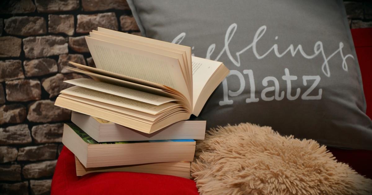 Читайте литературу дома на уютном диване