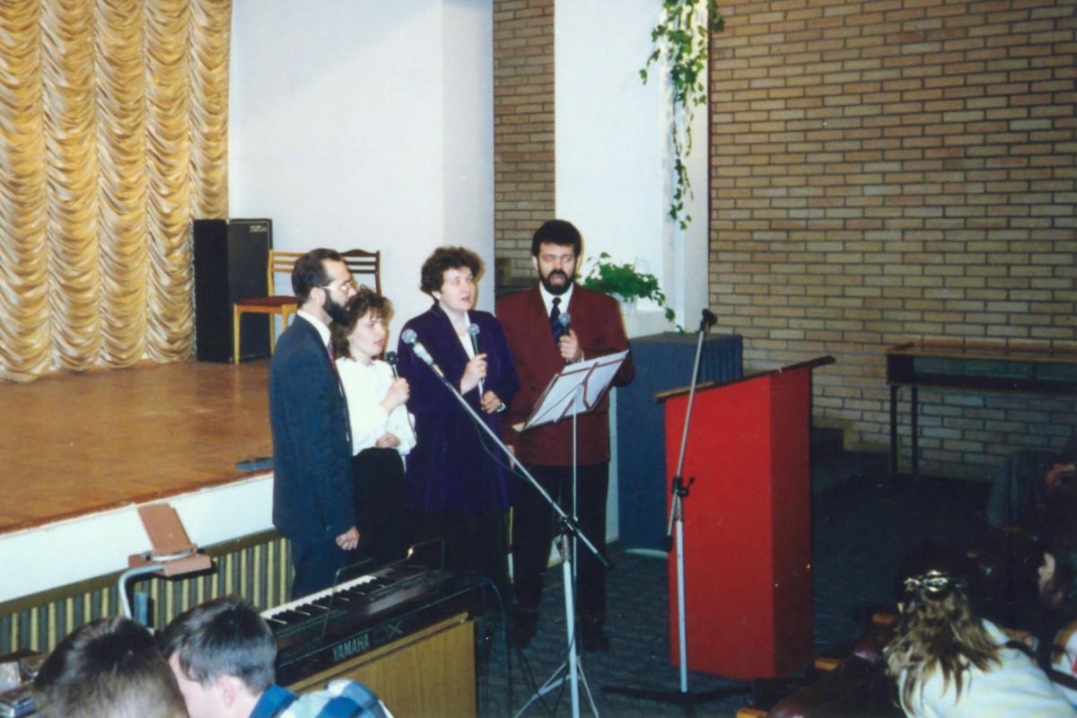 1994 год. Первое богослужение