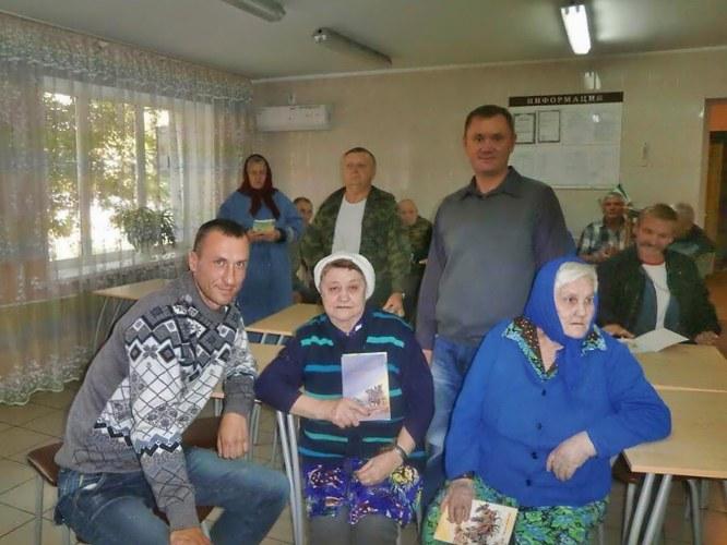 Посещение стариков в палласовском доме престарелых