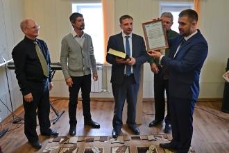 Вручение сертификата новому пастору Николаю Орлову