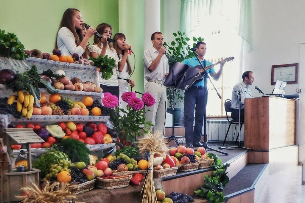 День благодарения в баптистской церкви Волгограда