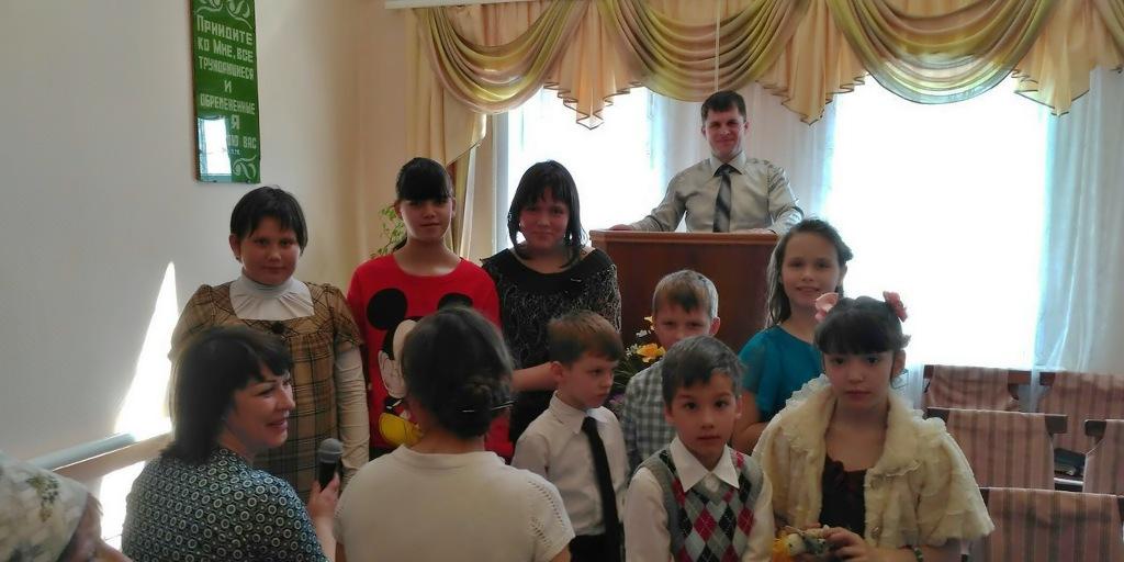 Пасхальное выступление детей в баптистской церкви Камышина