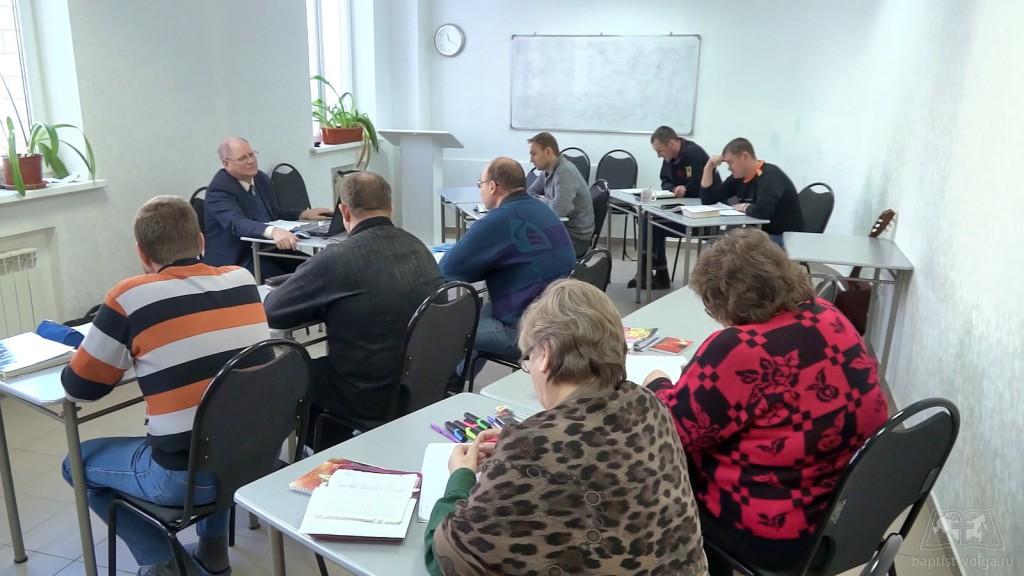 Студенты на лекции в миссионерской школе ЕХБ