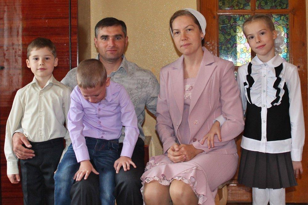 Евгений Викторович Соловьёв с семьёй