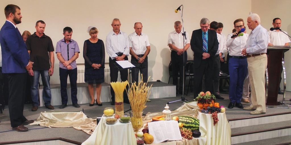 Молитва благословения новых студентов миссионерской школы