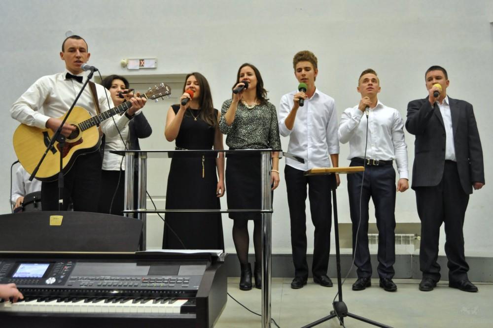 Группа прославления из Центральной церкви Волгограда