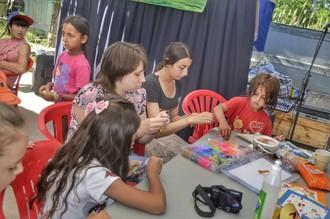 Обучение рукоделию цыганских детей