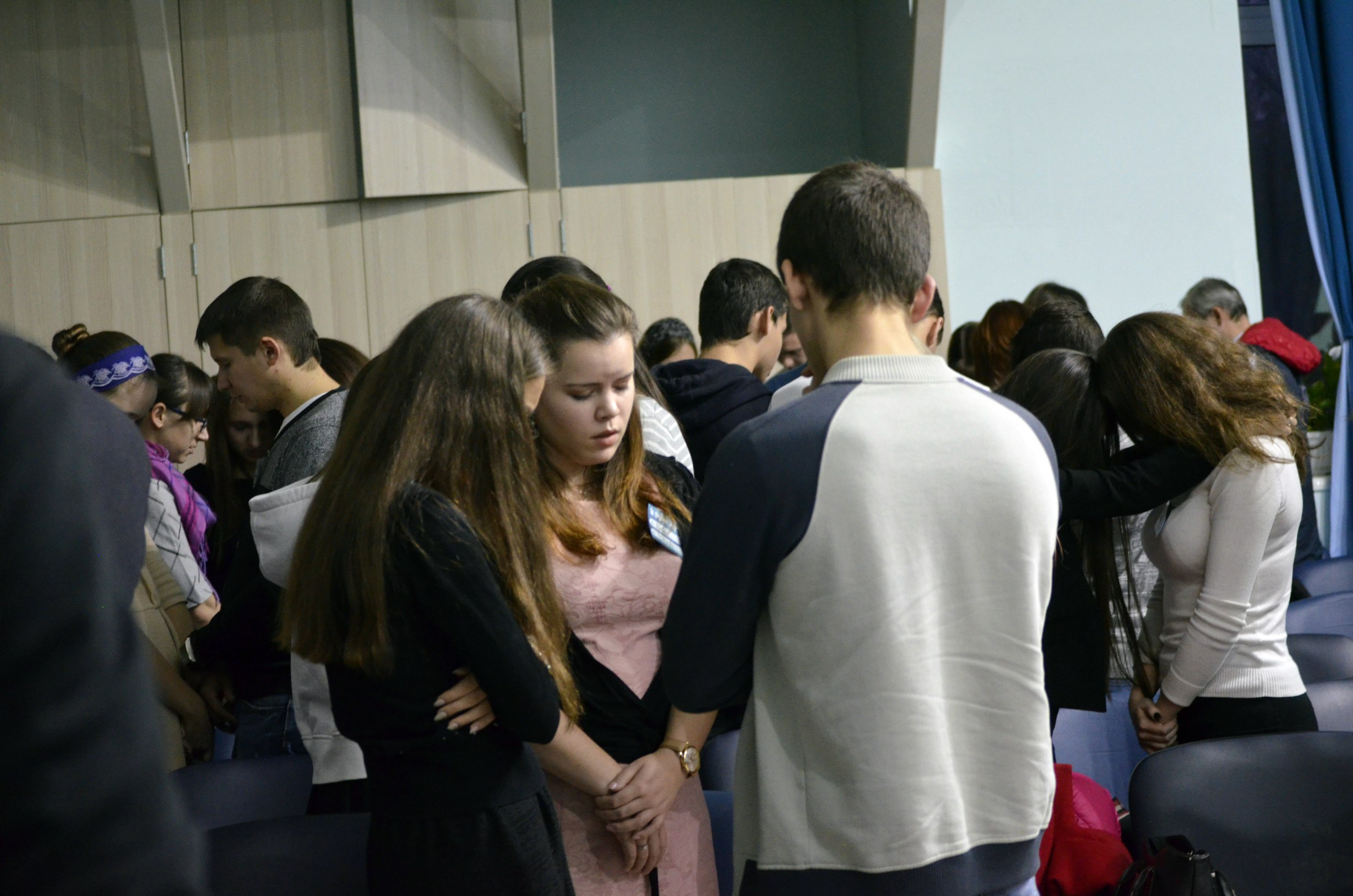 Молитва участников в группах по трое